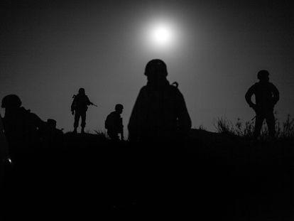 Elementos del ejército mexicano patrullan la periferia de Reynosa, Tamaulipas en Marzo del 2018.