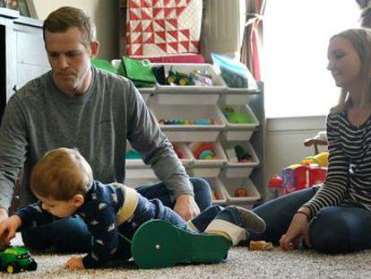 El carrito con ruedas diseñado por Taylor y Amy Moreland permite a su hijo de dos años desplazarse de manera autónoma, lo que conlleva importantes beneficios en su desarrollo cognitivo