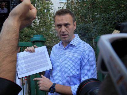 El opositor ruso Alexéi Navalni habla con la prensa, el pasado 8 de septiembre durante las elecciones municipales en Moscú.