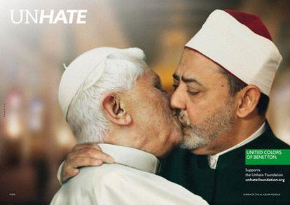 El papa Benedicto XVI y el imán de El Cairo Ahmed Mohamed el-Tayeb en la nueva campaña promocional de Benetton, lanzada el 16 de noviembre de 2011