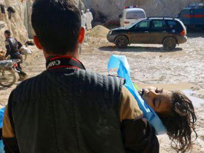 Convertida en el cajón de sastre insurrecto, los civiles evacuados a la provincia de Idlib sobreviven entre los bombardeos del régimen y la violencia de facciones opositoras armadas