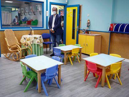 El consejero de Educación y Juventud, Enrique Díaz Ossorio, en una escuela infantil, este jueves.