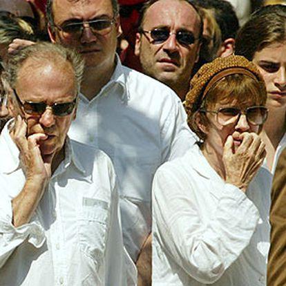 Jean Louis y Nadine Trintignant, en el funeral de su hija, la actriz Marie Trintignant.
