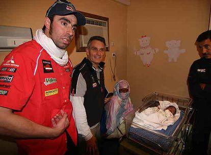 Nani Roma y Xabier Mir, en el hospital del doctor Uroz, en Nuakchott.