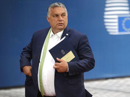 El primer ministro húngaro, Viktor Orbán, abandona el Consejo Europeo en Bruselas, este viernes.