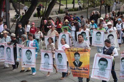 Manifestación por la desaparición de 43 estudiantes en Iguala.