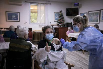 Vacunación en una residencia catalana en pasado 7 de enero.