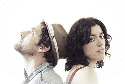 Pablo Medel y Elia Maqueda, corazón de Medelia son, además de cantantes, escritores.