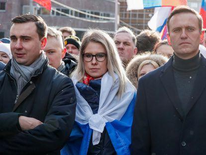 Los opositores rusos Ivan Zhdanov, Lyubov Sobol y Alexei Navalny, en una protesta en febrero de 2020, en Moscú