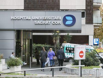 Puerta principal del hospital Sagrat Cor, en Barcelona.