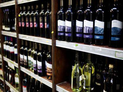 Botellas de vino producidas en una colonia judía en Cisjordania.