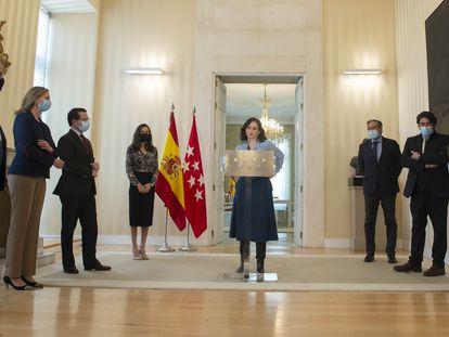 La presidenta de la Comunidad de Madrid, Isabel Díaz Ayuso, con varios de sus consejeros, el miércoles.