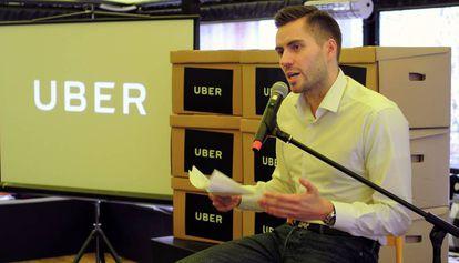El director general de Uber en Hungría anuncia la suspensión del servicio.