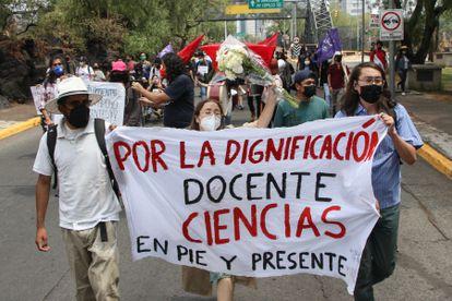 Profesores y alumnos de la Universidad Nacional Autónoma de México, realizaron una marcha  el pasado 11 de mayo.