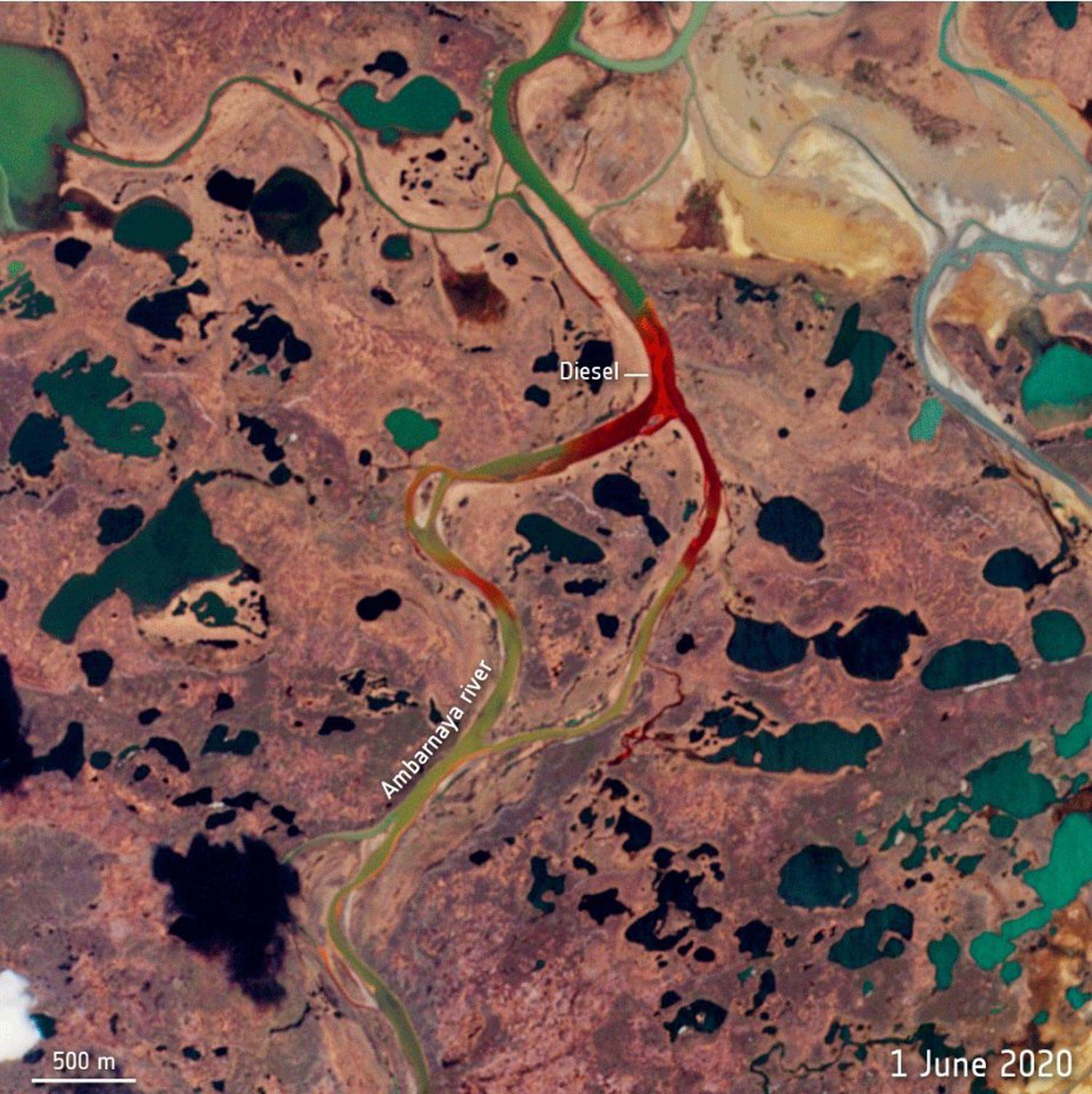 Vista aérea del vertido de Norilsk tomada desde la misión Sentinel-2 de Copernicus en la que se aprecia el recorrido tras la fuga de unas 20.000 toneladas de diésel por el río Ambárnaya.