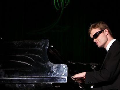 Derek Paravicini en un concierto en Los Ángeles, California, en octubre de 2007.