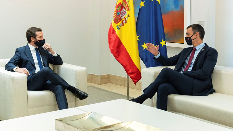 On the right, the President of the Government, Pedro Sánchez, during his meeting with the leader of the PP, Pablo Casado in La Moncloa in September.
