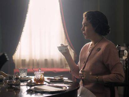 Olivia Colman como Isabel II en la tercera temporada de 'The Crown'.