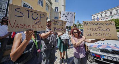 Un grupo de vacunas protestó en junio contra las medidas impuestas en Lisboa durante la pandemia.