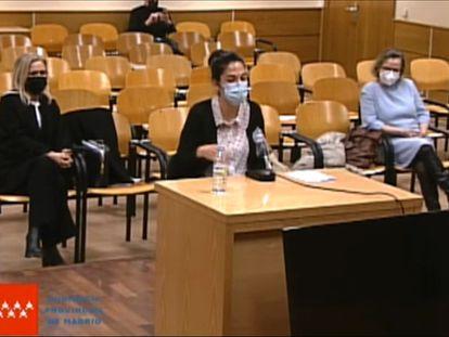 El banquillo de los acusados del 'caso máster': desde la izquierda, Cristina Cifuentes, Cecilia Rosado y María Teresa Feito.