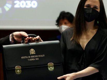 Ione Belarra toma su cartera como ministra de Derechos Sociales y Agenda 2030. Este julio, España presenta su examen voluntario ante la ONU sobre el cumplimiento de los Objetivos de Desarrollo Sostenible.
