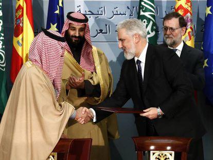 Estaban García Vilasánchez, en abril del año pasado, durante la firma del contrato venta de cinco corbetas a Arabia Saudí,en presencia de Bin Salmán y Rajoy.