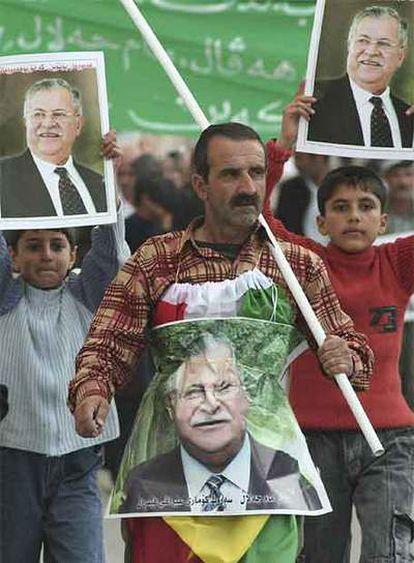 Simpatizantes del presidente Yalal Talabani celebran en Suleimaniya (noreste de Bagdad) su regreso a Irak.
