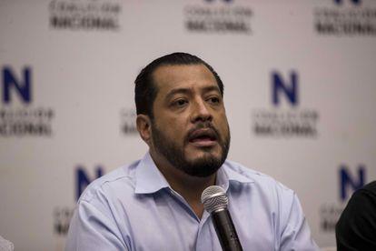 El precandidato opositor Félix Maradiaga declara ante los medios el 7 de junio pasado en Managua.