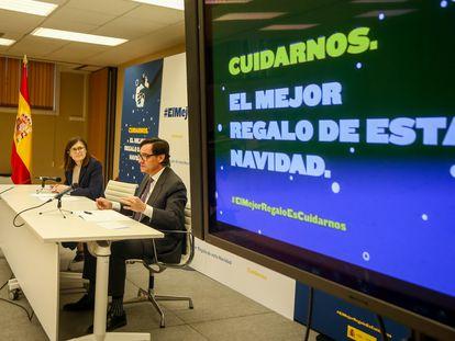 El ministro de Sanidad, Salvador Illa, y la directora general de Salud Pública, Pilar Aparicio, presentan este lunes la campaña de Navidad contra la covid.