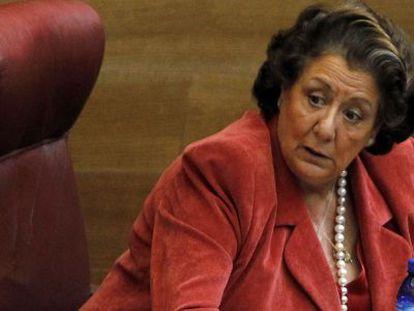 RITA BARBERÁ. La alcaldesa de Valencia cobra 87.000 euros anuales. El Gobierno pretende que su salario no supere los 69.000.