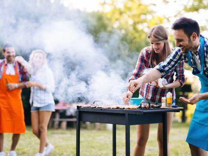 Uno de los mejores planes para disfrutar del buen tiempo es organizar una barbacoa en tu jardín o terraza.