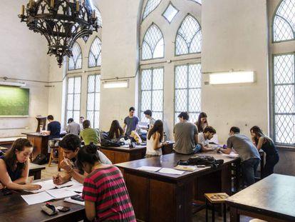 Estudiantes de ingeniería en la Universidad de Buenos Aires.