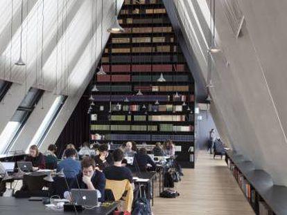 Biblioteca de la Fundación Feltrinelli.