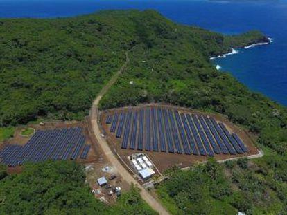 SolarCity, adquirida por la compañía, ha instalado en la isla de Ta u una red eléctrica solar de 1,4 MW de potencia y reserva para tres días
