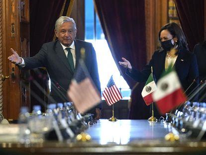 Andrés Manuel López Obrador y Kamala Harris, este martes en Palacio Nacional.