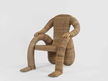 La 'Nalgona Chair', de Chris Wolston, que puede verse en la exposición 'The Chair' en Nueva York, está realizada en mimbre colombiano del Amazonas. |