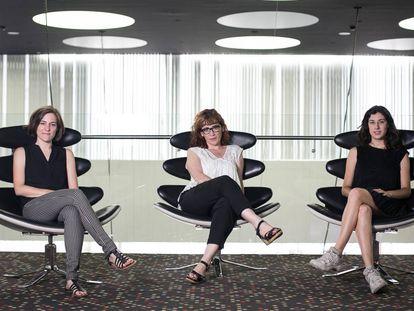 De izquierda a derecha, las directoras Carla Simón, Roser Aguilar y Elena Martín el pasado lunes en el hotel Barceló Sants de Barcelona.