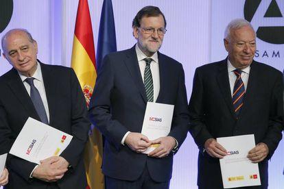 El presidente del Gobierno, Mariano Rajoy, acompañado por los ministros Fernández Díaz, y García Margallo, presentan el pasado miércoles un nuevo informe de Marca España