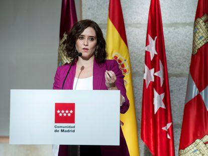 La Presidenta de la Comunidad de Madrid, Isabel Ayuso, en una rueda de prensa este lunes.