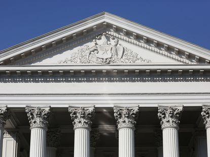 La fachada del antiguo Congreso, que se prepara para la decisión de los constituyentes.