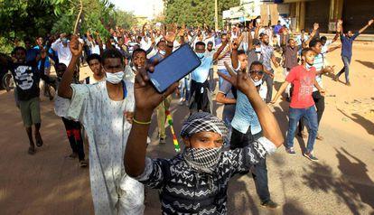 Protesta contra el Gobierno de Al Bashir, el pasado 25 de diciembre en Khartoum (Sudán).