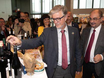 El alcalde de la Zaragoza, Pedro Santisteve (izquierda) y el presidente de Aragón, Javier Lambán (derecha).