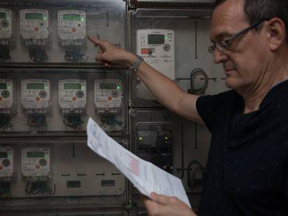 Contadores eléctricos inteligentes en un edificio de viviendas de Madrid.