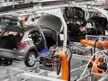 Cadena de montaje de la planta de Volkswagen en Navarra.