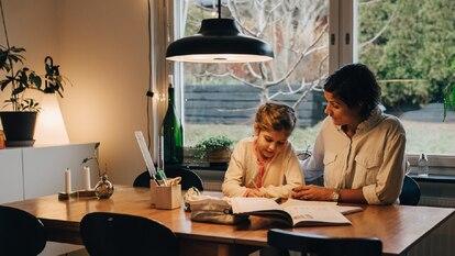 Siguiendo una serie de trucos en casa se puede reducir el consumo eléctrico. GETTY IMAGES.