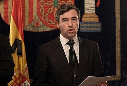 Ángel Acebes, durante su comparecencia ante los medios el 13 de marzo.