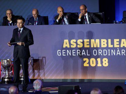 El presidente del Barça, Josep Maria Bartomeu, durante la asamblea.