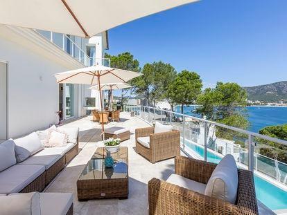 La terraza de una de las mansiones de lujo que vende la compañía inmobiliaria que el empresario alemán Marcel Ramus tiene en Mallorca.