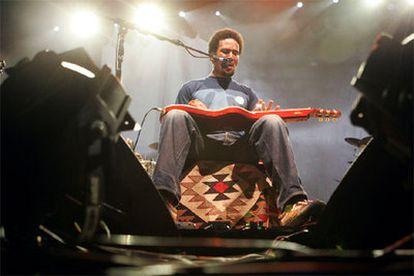 Ben Harper, durante su actuación anoche en Madrid.