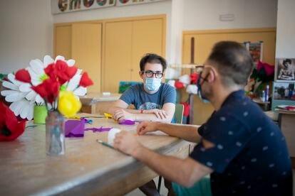 Benito Valverde, a la izquierda, y Dani. Son pareja desde hace cinco años y medio.